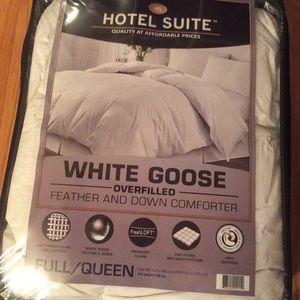 Hotel Suite Bedding Fullqueen Down Comforter Poshmark